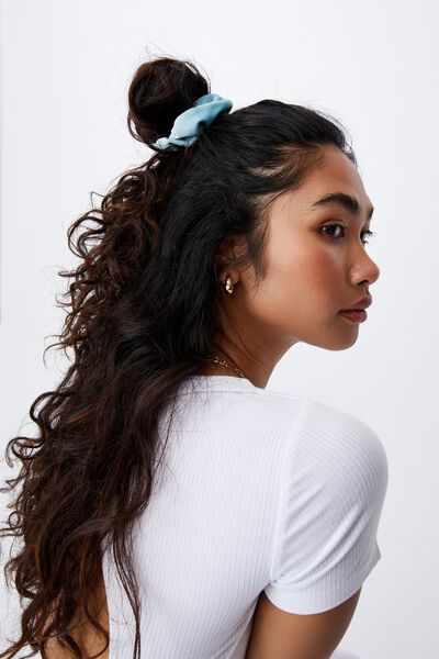 Plush Scrunchie, PALE BLUE